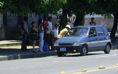 Amarillos, inspectores de tránsito 100% cubanos