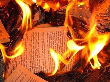 ¿Un nuevo Torquemada y una nueva quema de libros?