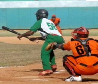 Elefantes de Cienfuegos hacen jugo de Naranja en el béisbol cubano