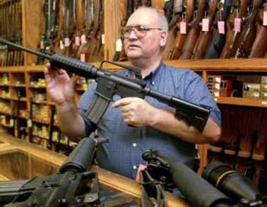 Después de masacre en Colorado han crecido las ventas de armas de fuego en EE.UU