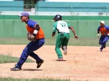 Cienfuegos comienza perdiendo en la Serie Nacional de Béisbol